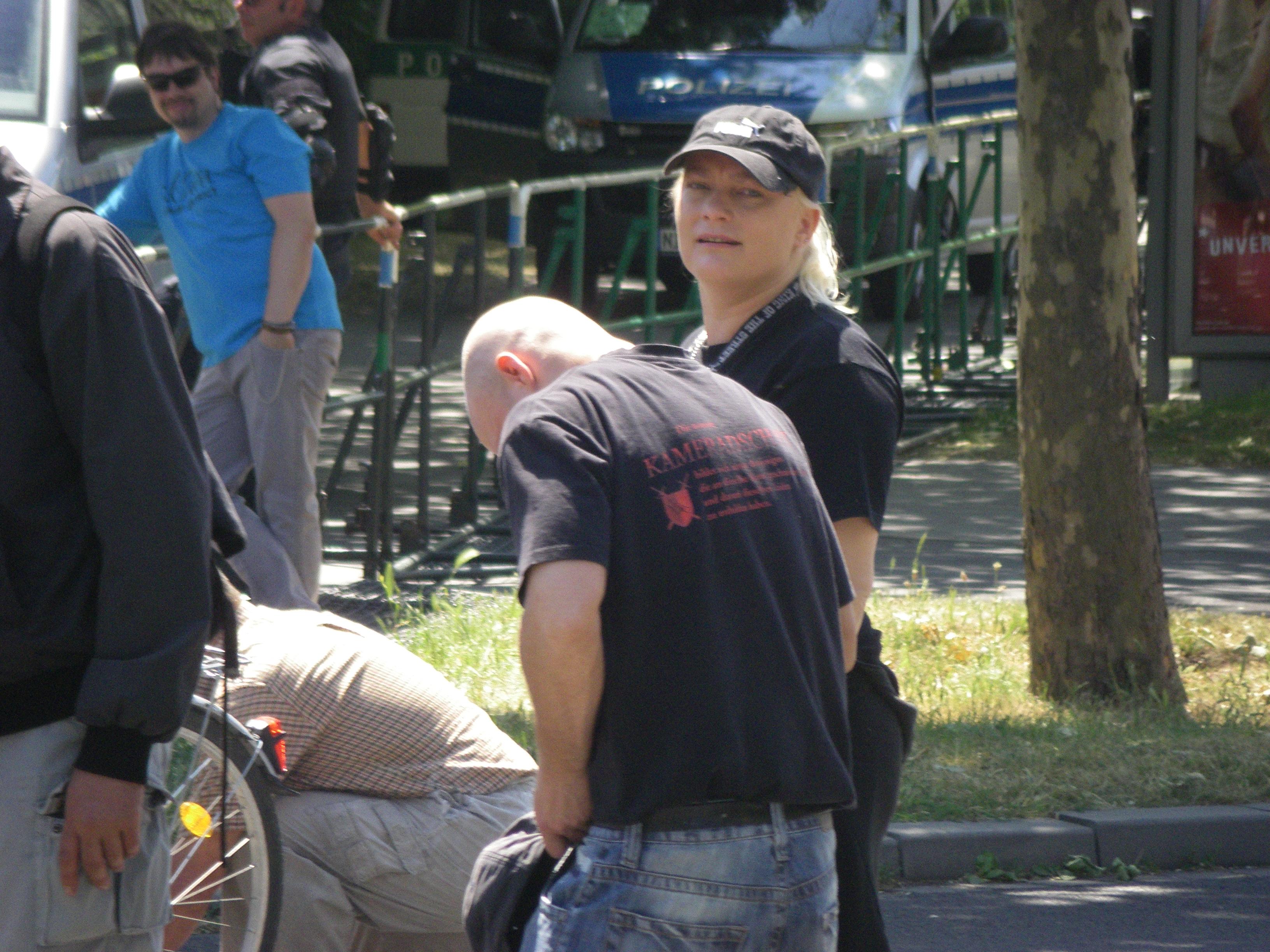Nazis auf dem Weg zur Kundgebung