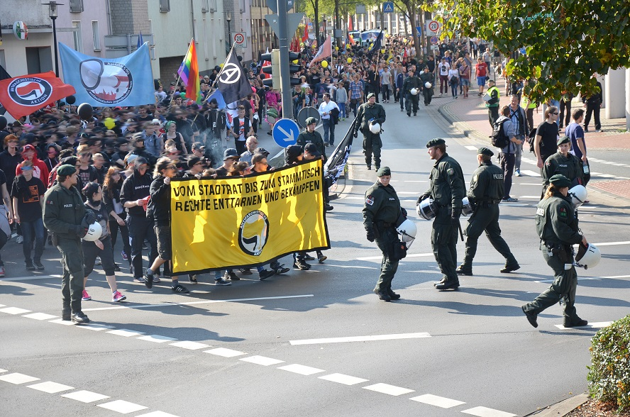 http://antifarheine.blogsport.de/images/hamm_demo.jpg
